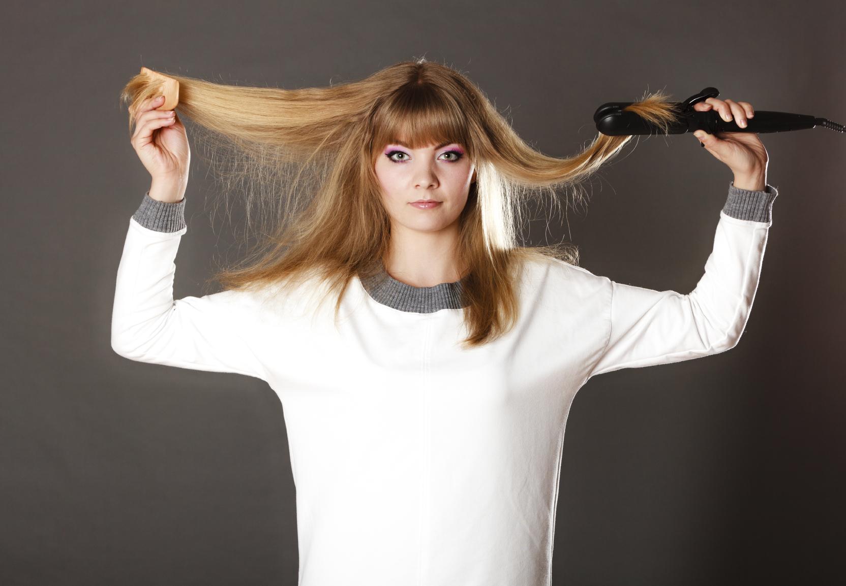 Lisciare i capelli ricci con la cheratina