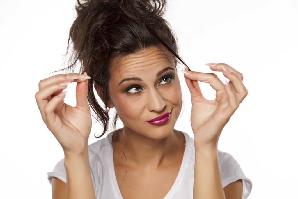I rimedi per capelli sfibrati esistono, basta affidarsi a mani esperte!