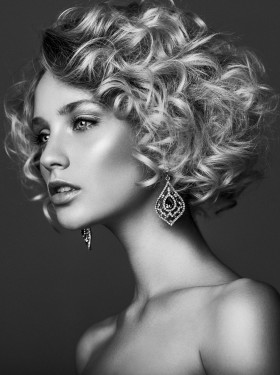 Pronte a scoprire tutte le novità sui tagli capelli 2017 di tendenza? Dal denim hair al romantic bob, ecco tutte le tendenze per la prossima stagione calda!