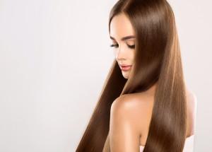 Trend capelli 2018: la riga al centro rilancia gli anni '70